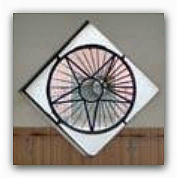 ● Simbolo Massonico per anni presente nella facciata della chiesa ADI di Frattamaggiore (Napoli)