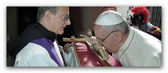 bacio-Papa-crocifisso