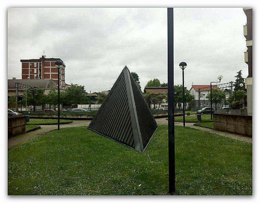 adi-bollate-piramide-retro